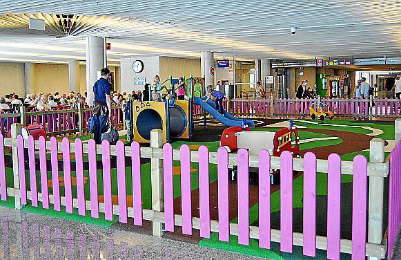 Die Flughafenbetreibergesellschaft will den Kindern die Wartezeit verkürzen.