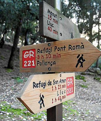 """Zahlreiche Schilder auf Mallorca weisen den Weg zu den """"Refugios""""."""