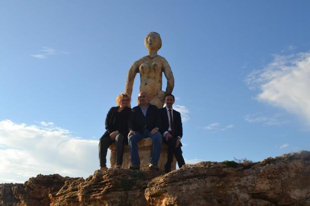 Diese Bennàssar-Skulptur ist eine Schenkung an die Gemeinde Capdepera