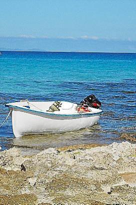 Vor Mallorcas Nachbarinsel wurde ein Flüchtlingsboot entdeckt.