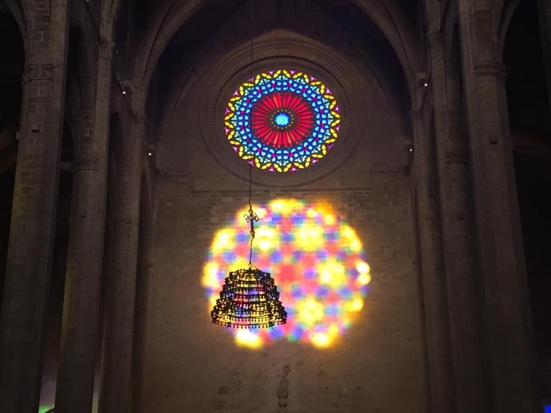 Das Lichtwunder in der Kathedrale von Palma de Mallorca: Die perfekte Acht, vom Altar aus betrachtet.