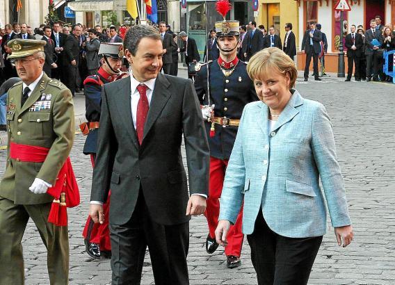 Bundeskanzlerin Angela Merkel im Januar 2008 auf der Insel. Empfangen wurde sie vom damaligen spanischen Ministerpräsidenten Jos
