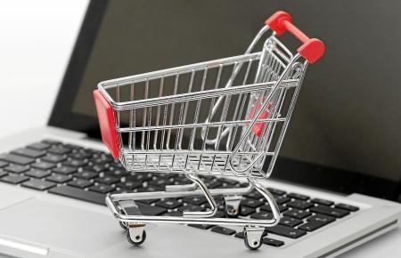 Im Internet-Zeitalter wird zunehmend auch beim Lebensmitteleinkauf von E-Commerce-Angeboten Gebrauch gemacht.