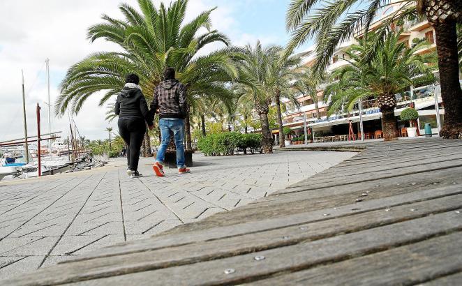 Ende der 1990er Jahre waren die Holzwege um Alcúdias Hafen im Norden von Mallorca modern. Doch schon lange sorgen die rutschigen