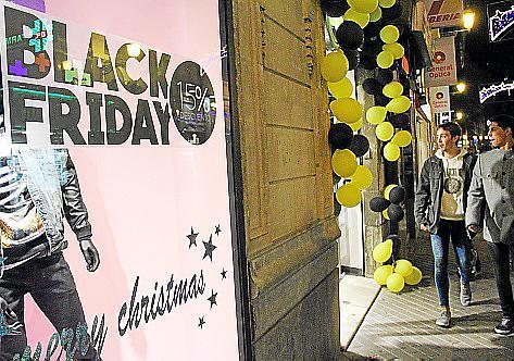 Gute Preise, gute Kunden: Der Black Friday sorgte in Palma für regen Konsum.