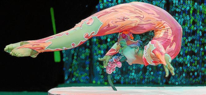 """Trapezkünstler, Schlangenmenschen, Showstars - das Weihnachtsprogramm des """"Circo Alegría"""" verspricht eine bunte Mischung."""