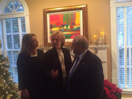 Maria José Hidalgo, Hillary Clinton und Juan José Hidalgo vor der Preisverleihung in New York.