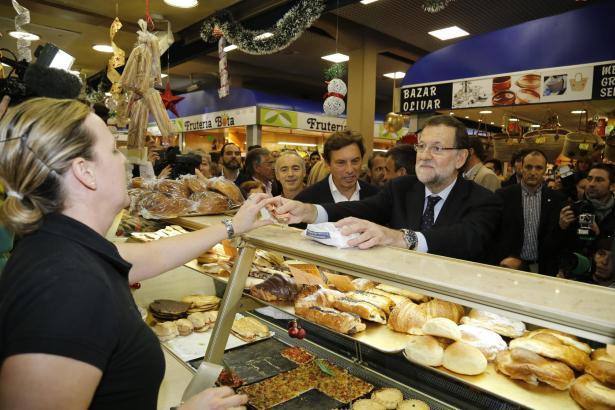 1,20 Euro für eine Ensaimada hat Mariano Rajoy bei seinem Besuch im Mercat d'Olivar in Palma de Mallorca gezahl