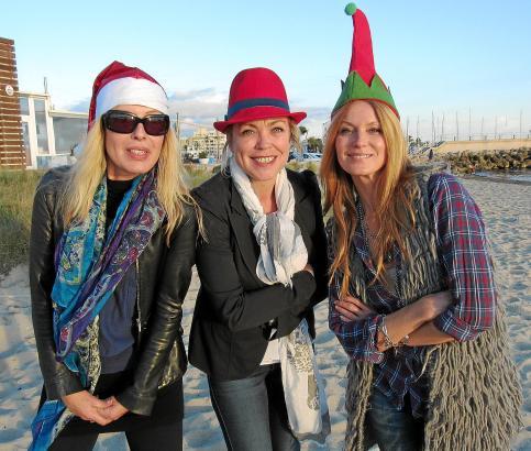 """Frauen-Power für """"Comida para todos"""": Schauspielerin Esther Schweins (r.) mit ihren Freundinnen Miriam Henseling (l.) und Alexan"""