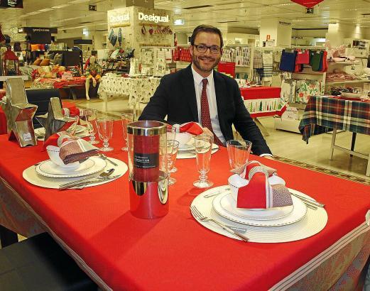 In Palmas Kaufhaus El Corte Inglés deckte der Bürgermeister einen Festtagstisch ein