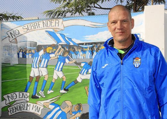 """""""Wir geben nicht auf"""", steht auf der Wand am Parkplatz des Atlético-Stadions Son Malferit zu lesen. Das will auch niemand, jetzt"""