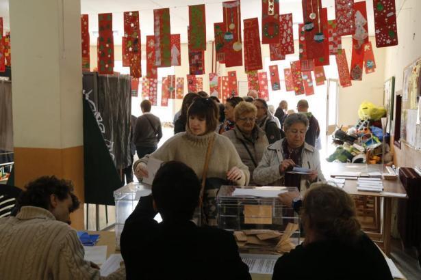 Spanier haben heute die Wahl - so wie hier in einem Wahllokal in Palma de Mallorca.