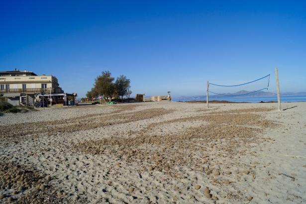 Am Strand von Son Serra de Marina soll eine Strandbar entstehen