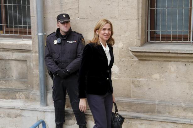 Cristina de Borbón im Jahre 2014 auf dem Weg zur richterlichen Vernehmung in Palma.