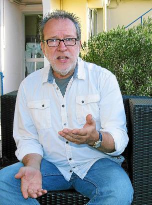 Der Singer-Songwriter Willi Meyer lebt und arbeitet als Musikproduzent bei Llucmajor, wo er ein eigenes Tonstudio betreibt.