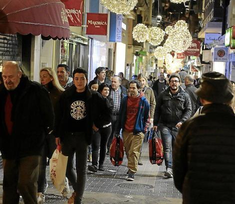In Palma sind Einkaufsstraßen voller als sonst. Die Aufnahme entstand beim Black Friday Ende November.