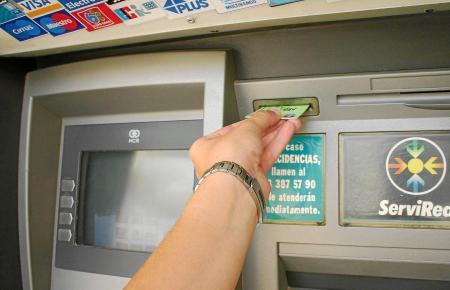 Geldabheben am Automaten kann auf Mallorca derzeit Überraschungen bereithalten. Wer sichergehen will, dass keine Gebühren anfall