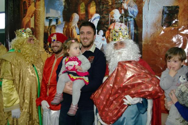 Auch im Druckhaus von Ultima Hora und Mallorca Magazin beschenkten die Könige die Kinder