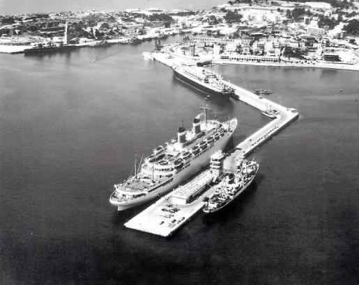 1955 war diese und auch die Muelle de Poniente fertig.