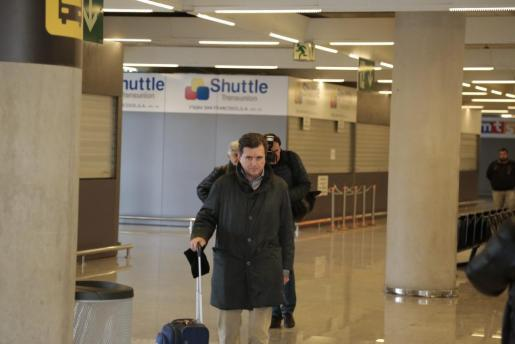 Der ehemalige balearische Ministerpräsident Jaume Matas bei der Ankunft am Flughafen von Palma.