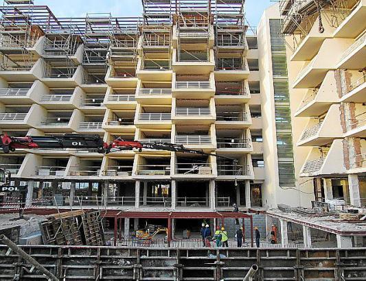 Im Moment ist das Iberostar Playa de Palma nur ein Gerippe, die Bauarbeiten laufen auf Hochtouren.
