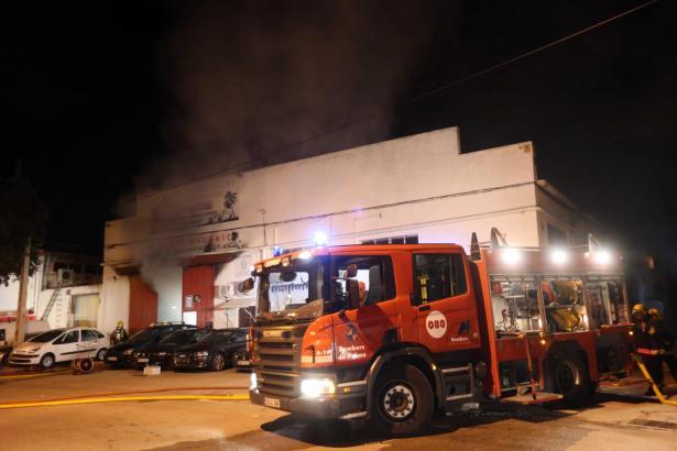 Palmas Feuerwehr im Einsatz bei einem Brand im Industriegebiet Son Castello.