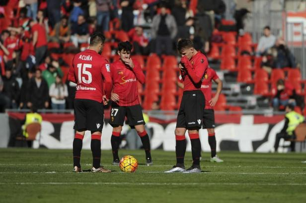 Acuña und Brandon nach dem 0:1 Treffer von Valladolid im Iberostar Estadi auf Mallorca.