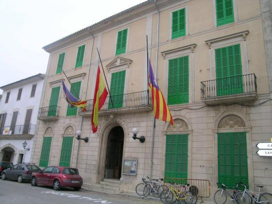 Im Rathaus von Porreres im Inselinneren von Mallorca soll ein Beamter Einwohnermeldedokumente gefälscht haben.
