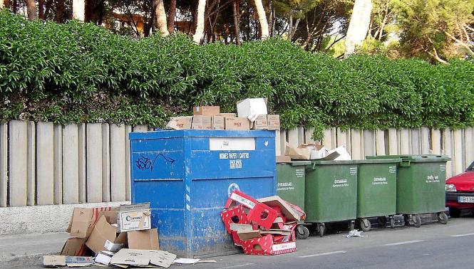 Sollen aus dem Stadtbild verschwinden: Müllcontainer an der Playa de Palma.
