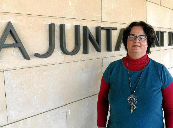 Ihr kann man per Mail, per Telefon und an ihrem Schreibtisch Fragen stellen: Rathausmitarbeiterin Isabel Meurer
