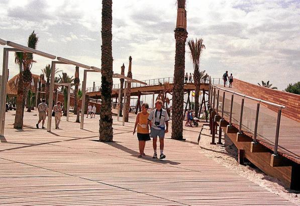 In den 1990-er Jahren waren die Holzwege in Port d'Alcúdia im Norden von Mallorca hochmodern. Jetzt müssen sie weichen.