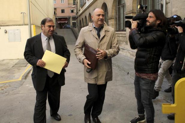 Staatsanwalt Miguel Ángel Subirán (Mitte) ermittelt im Korruptionsskandal um die Lokalpolizei in Palma de Mallorca und Calvià.