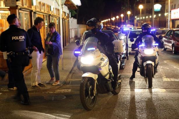 Die Angreifen schlugen an der Calle Llaüt in S'Arenal im Süden von Mallorca auf das Opfer ein.