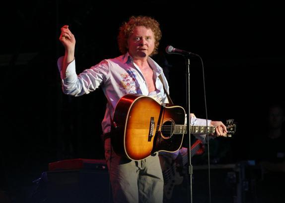 Sänger Mick Hucknall 2008 bei einem Auftritt in Palma