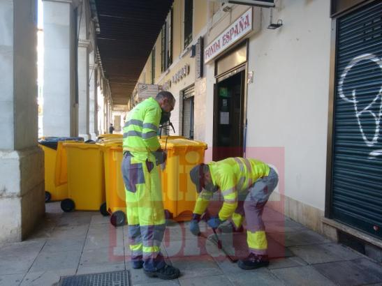 Mitarbeiter der Stadtwerke von Palma de Mallorca haben auch die Abwassersysteme der Restaurants geprüft.