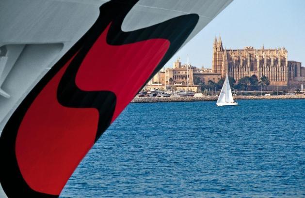Der Aida-Kussmund im Hafen von Palma.