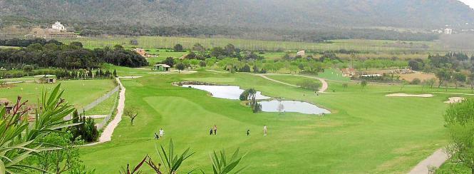 Die Ökopartei Més befürchtet, dass auf einigen Golfplätzen auf Mallorca Trinkwasser zur Bewässerung verwendet werden könnte.