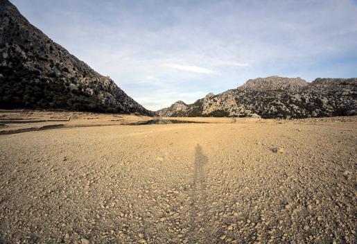 Leerer Wasserspeicher im Tramuntana-Gebirge.