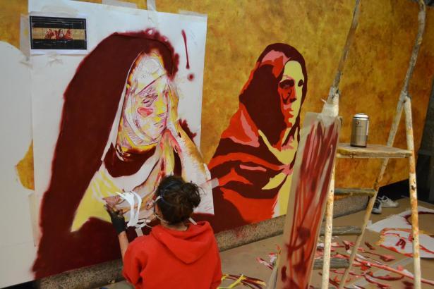 Grafitti-Künstlerin Laura Castillo bei der Arbeit.