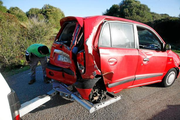 Oft beginnt nach einem Autounfall der Papierkrieg. Wichtig ist es, über die in der Versicherung enthaltenen Leistungen genau Bes