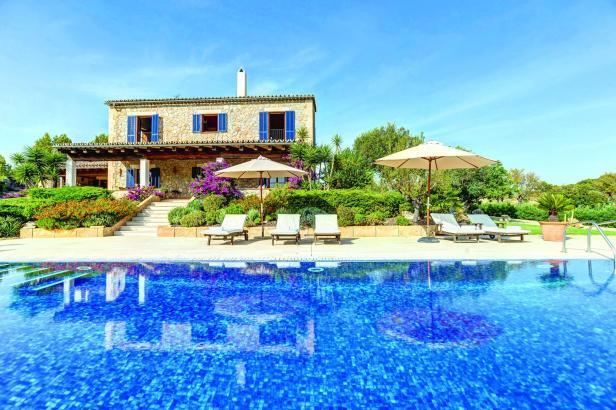 Traumvillen wie diese im Südwesten von Mallorca sind bei Mietern mit hoher Kaufkraft gefragt.