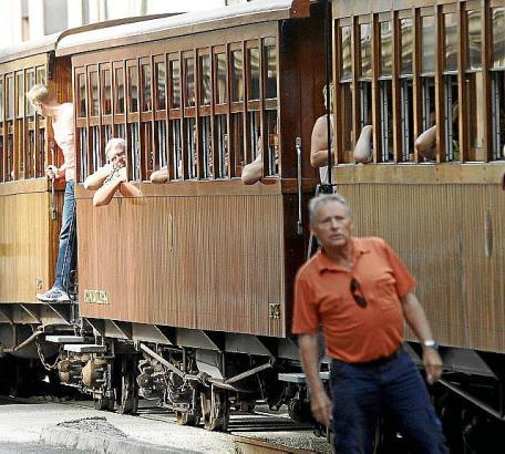 """Vor allem bei Urlaubern sehr beliebt: Der 1912 eingeweihte """"Tren de Sóller""""."""