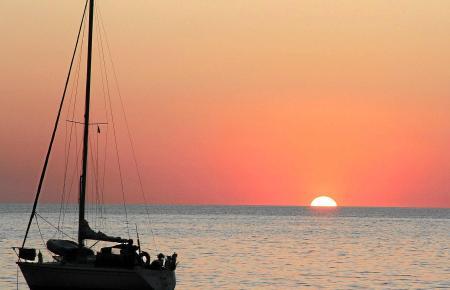 Traumhaft in der Cala Tuent: In den Sonnenuntergang segeln, das möchten viele Mallorca-Fans