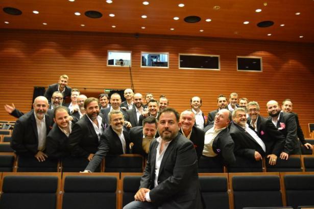 Der schwule Männerchor singt auf Telecinco um 25.000 Euro.