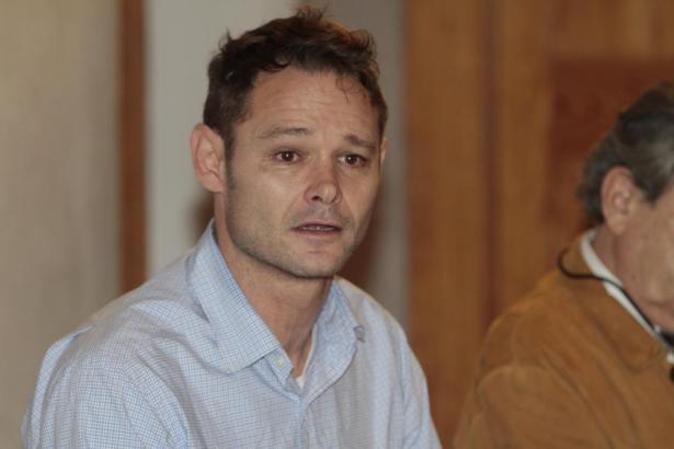 Sichtlich bewegt und gezeichnet: Romano Liberto van der Dussen während der Pressekonferenz in Palma.