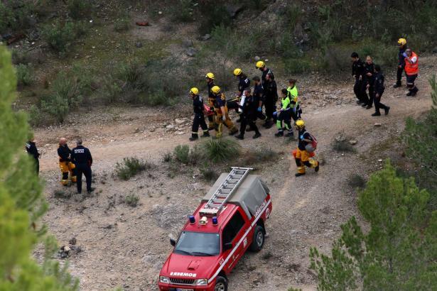 Ein große Anzahl an Rettungskräften kümmerte sich um die Verletzte