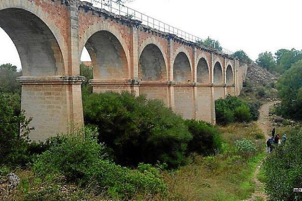 Auch diese ehemalige Eisenbahnbrücke in Arenal könnte in die Vía Verde integriert werden.