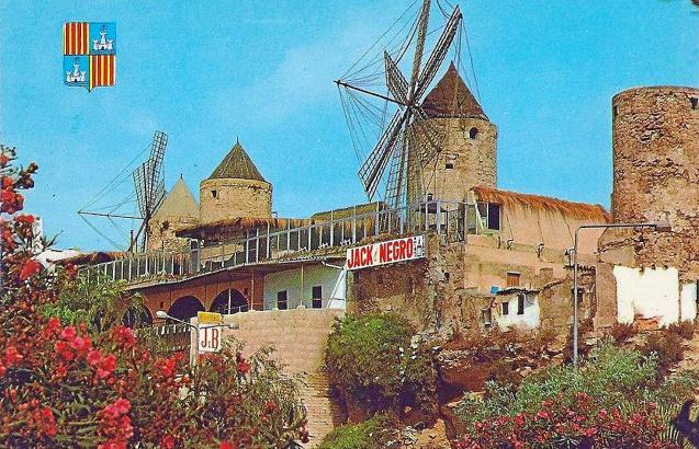 Eine Postkarte aus den 1970er Jahren zeigt das Lokal samt Namensschild. Der Turm rechts im Bild existiert heute nicht mehr.