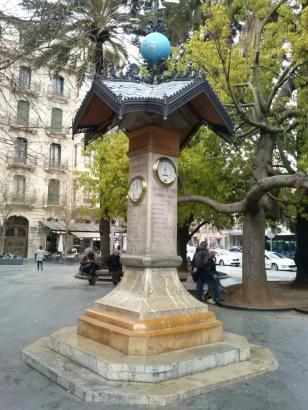 Die antike Wetterstation an der Plaça d'Espanya in Palma de Mallorca ist grunderneuert an ihren alten Standort zurückgekehrt.