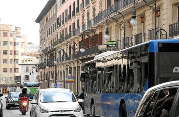 Auf den Straßen von Palma (hier die Avinguda Jaume III) herrscht Tag für Tag viel Verkehr.